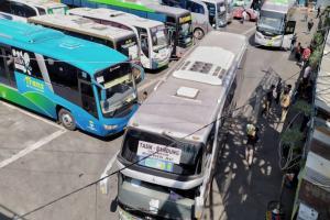 Pengelola Terminal Cicaheum Uji Kelaikan Bus