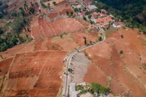 Banjir Bandang Melanda Kampung Cirawa di Kabupaten Bandung