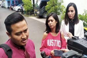 Penyanyi Karen Pooroe Penuhi Panggilan Polrestabes Bandung