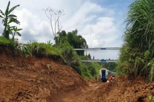 Kereta Api Jurusan Bogor-Sukabumi Kembali Beroperasi