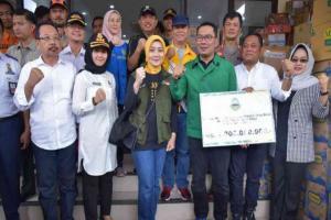 Bantuan Rp3 miliar Diserahkan ke Pemkab Bekasi