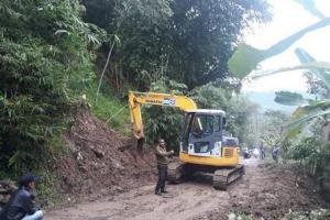 Kemen PUPR  Kirim Alat Berat Bersihkan Longsor di Kabupaten Bogor