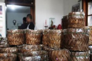 Jelang Imlek, Produksi Kue Keranjang di Cianjur Turun 50 Persen