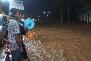 Drainase Tersumbat, Jalan Bayongbong di Garut Banjir