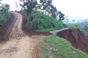 Kemen PUPR Belah Dua Bukit di Kabupaten Bogor