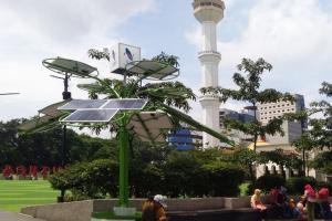 Alun-alun Bandung Kini Punya 'Solar Tree'
