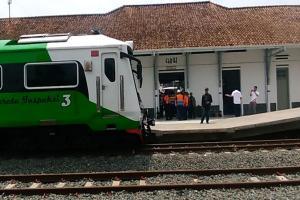 Jalur Reaktivasi  Rel KA Stasiun Cibatu-Garut Diperiksa