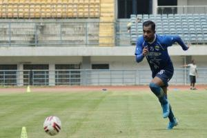 Zulham Zamrun Kembali ke Persib Bandung