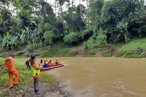 Petugas Gabungan Ciamis Cari Korban Hanyut di Sungai