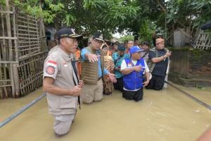 Tinjau Banjir di Subang, Ridwan Kamil: Kita Semua Sedang Bekerja