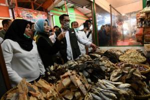 Tinjau Pasar Sederhana, Gubernur Jabar Imbau Warga Tak 'Panic Buying'