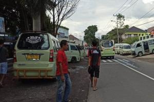Protes Mobil Omprengan di Garut, Ratusan Sopir Angkot Gelar Aksi Mogok