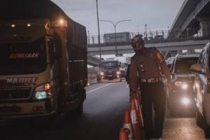 Ribuan Mobil di Tol Jakarta-Cikampek Menuju Jakarta Disuruh Putar-Balik