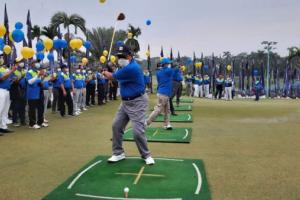 Turnamen golf IKA UII bagikan 1.900 paket sembako