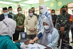 1.200 Santri Ikuti Serbuan Vaksin di Purwakarta