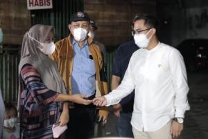 Masih Temukan Pelanggaran PPKM, Wakil Wali Kota Tangsel Beli Dagangan PKL