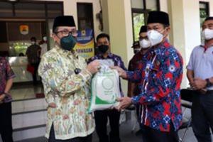 Pemkab Cirebon Salurkan 292.532 Bansos untuk Warga Selama PPKM