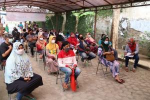 Jabar Bergerak Beri 100 Paket Sembako untuk PKL Kota Cirebon