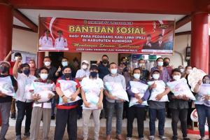 Pemkab Kuningan Distribusikan Paket Sembako untuk PKL