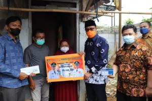 Warga Sindang Palay Terima Bantuan Program Udunan Online Pemkot Sukabumi