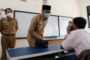 Sidak PTM, Wawalkot Depok Pastikan Kelengkapan Sarpras di Sekolah