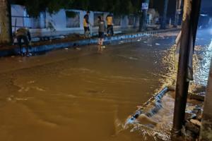 Jalan Sawangan Depok Tergenang Air, DPUPR Terjunkan Tim Pembersih