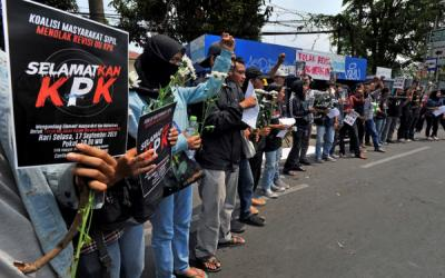 Terindikasi Ada Aksi Bakar-bakaran, Polres Indramayu Bubarkan Demo