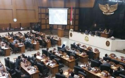 Bahas APBD, Rapat Paripurna DPRD Jabar Dihujani Interupsi