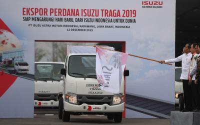 Jokowi Lepas Ekspor Perdana Isuzu dari Karawang