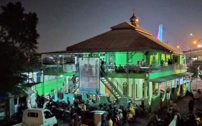 Warga Tamansari yang Digusur Mengungsi ke Masjid
