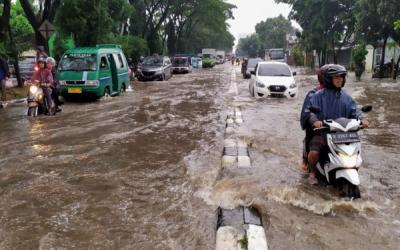 Banjir, Kawasan Gedebage di Kota Bandung Macet