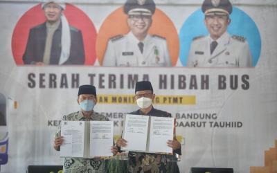 Bus Trans Metro Bandung Dihibahkan untuk Yayasan Daarut Tauhiid