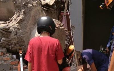 Crane Proyek Timpa Rumah di Depok, 3 Orang Terluka